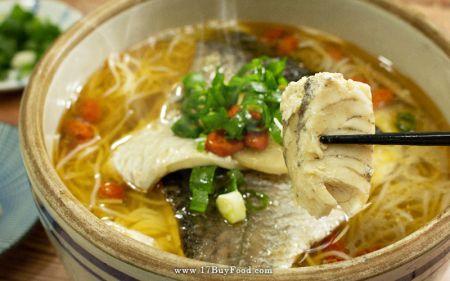 【免運費】用{17BUY 契作芝麻油}煮碗麻油鱸魚湯,讓冷冰冰的手腳暖起來